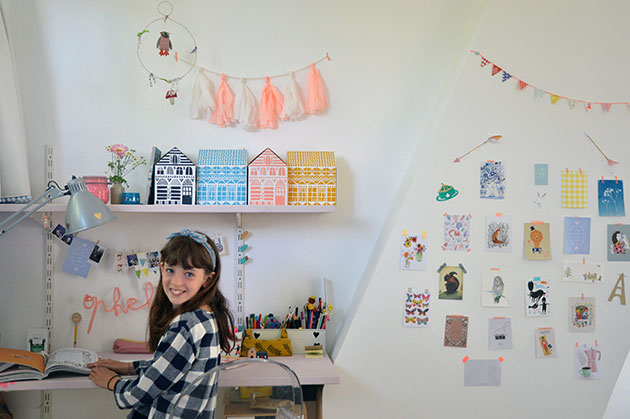 Ophelia's-bedroom-desk