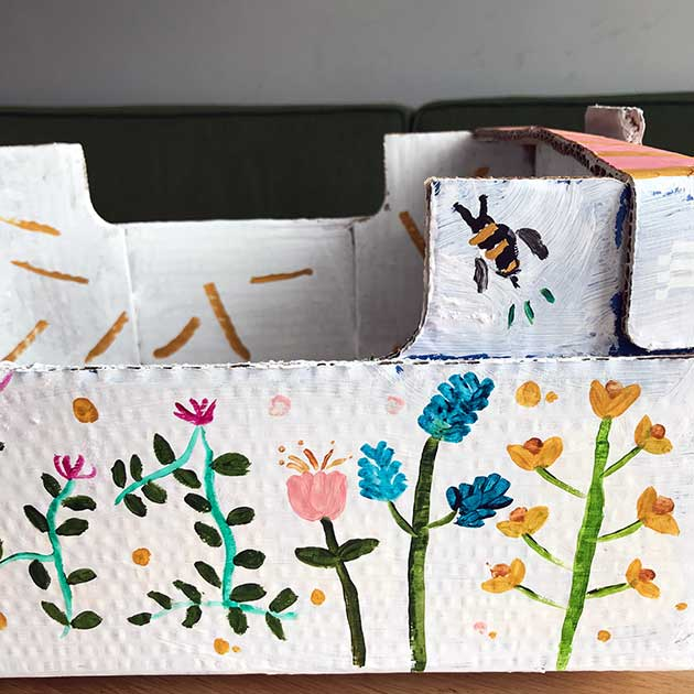 Hand-painted-Flower-box-detail