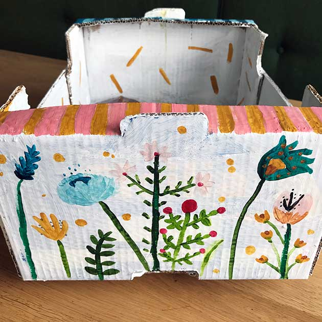 Hand-painted-Flower-box-detail-2