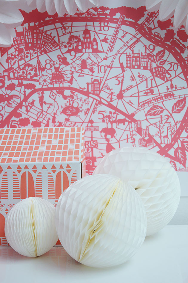 White-set-honeycomb Paris map by Famille Summerbelle