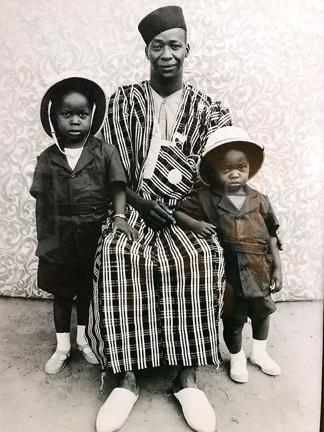 Man-with-his-2-sons-by-Seydou-Keita