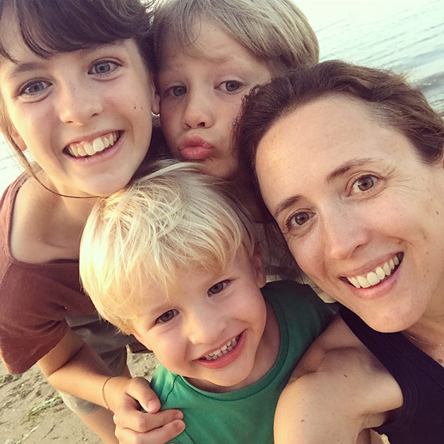 Selfie-with-the-kids