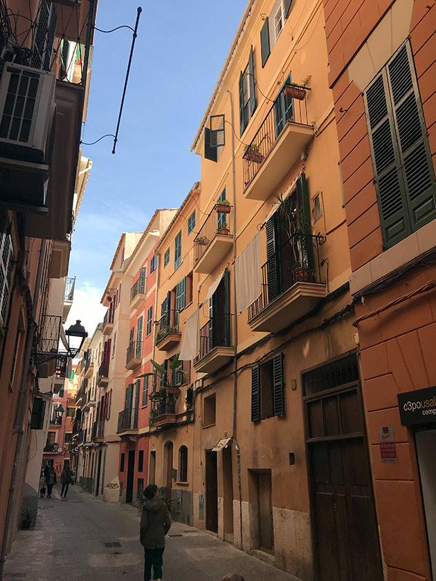 The-Old-Palma-de-Mallorca.-Travel-with-Famille-Summerbelle