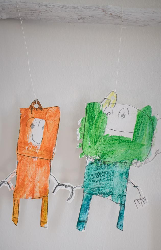 Paper-Robot-by-Teo-aged-5_Holding_Hands